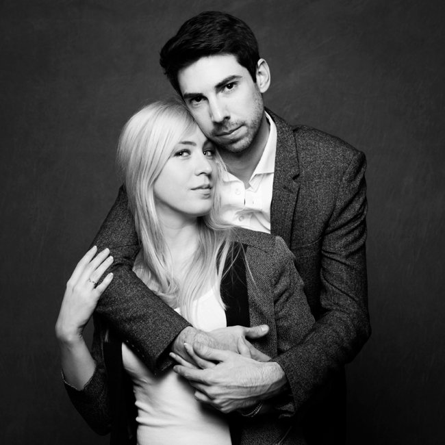 shooting couple s ance photo en studio paris. Black Bedroom Furniture Sets. Home Design Ideas