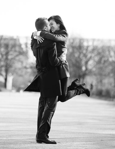 engaged-couple-paris